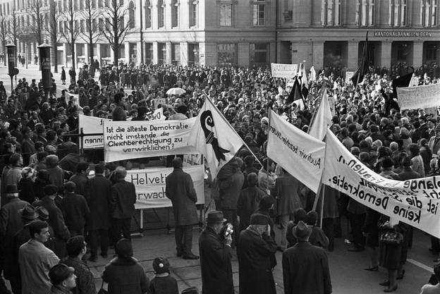 «Ist die älteste Demokratie nicht im Stande, die Gleichberechtigung zu verwirklichen?» An Argumenten mangelte es nicht, die Widersprüchlichkeit der Schweizer Situation aufzuzeigen.