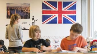 Frühenglisch soll in der dritten Klasse im Aargau gestrichen werden (Symbolbild).