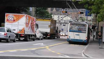 60000 Fahrzeuge fahren hier täglich rauf oder runter und sorgen für viel Lärm und Abgase. abr.
