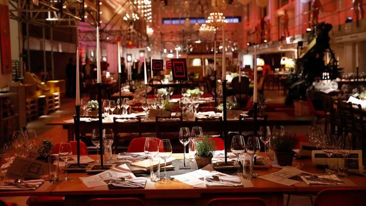 Am Tag der Restauranteröffnung erwarteten die Gäste pompös gedeckte Tafeln