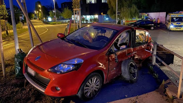Vier der fünf Insassen des Renault wurden ins Spital gebracht.
