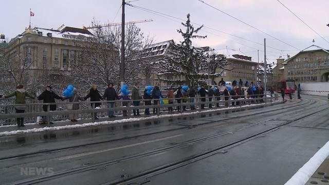 Menschenkette für Kinderrecht