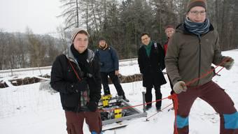 Expertenteam bei geologischen Untersuchungen rund um die Löcher von Hellikon.
