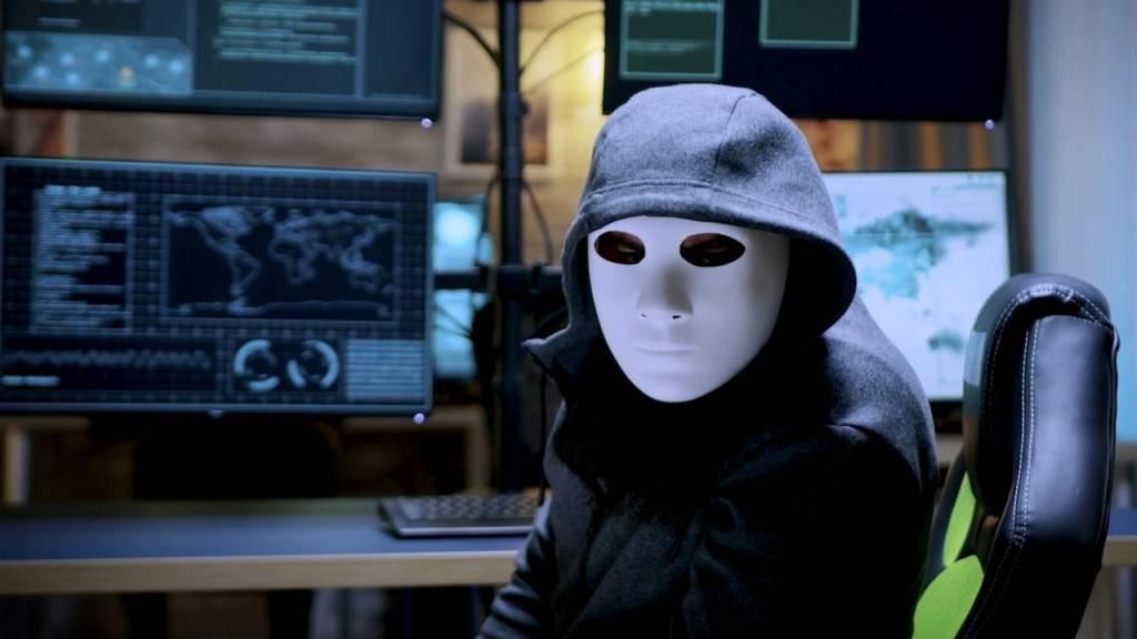 Die Bündner Kantonspolizei will Online-Betrügern mit einer neuen Methode das Handwerk legen.