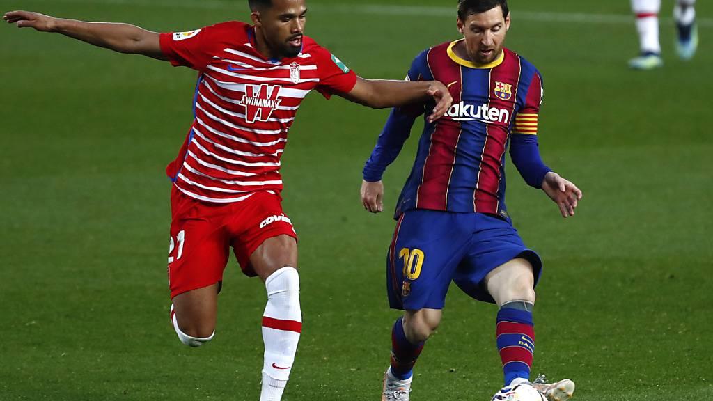 Lionel Messi (rechts) gegen Granadas Yangel Herrera