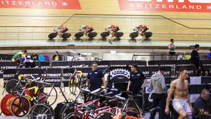 Das Schweizer Elite Team der Männer am Mittwochmorgen auf der Bahn.
