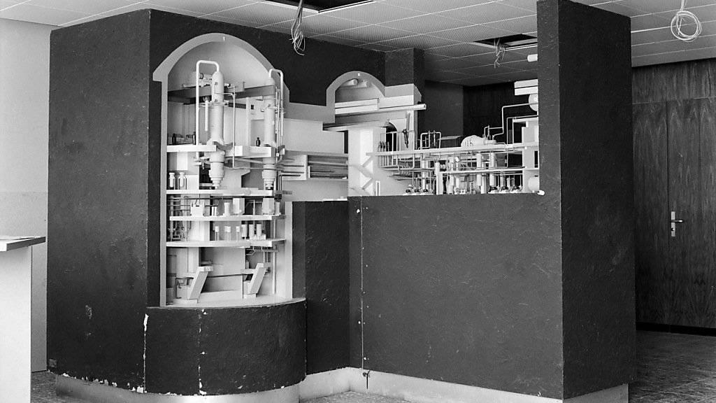 Ein Modell des Versuchsatomkraftwerks Lucens im Kanton Waadt, aufgenommen im Mai 1965. (KEYSTONE/Str)