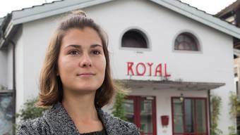 Anina Riniker vor ihrem Lieblingslokal, dem «Royal» in Baden. Alex Spichale