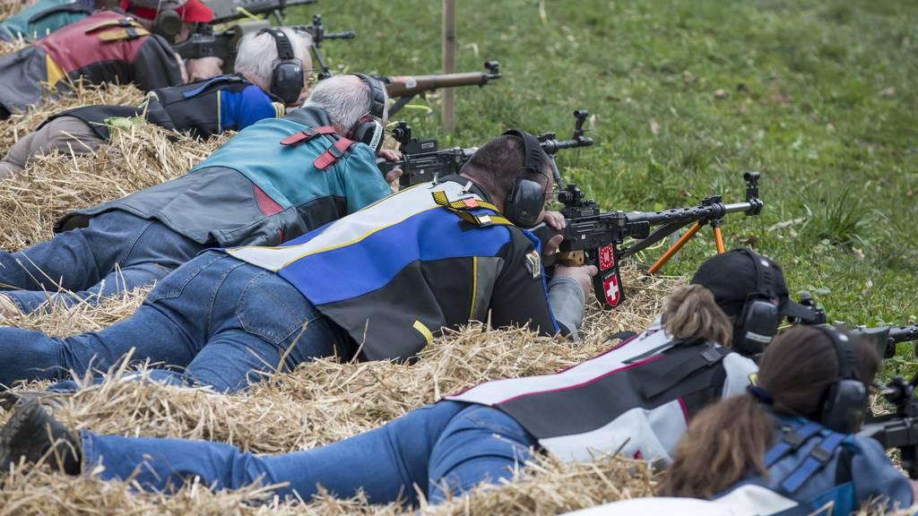 Schweizer Schützen schiessen gegen neue Mitgliedskarte