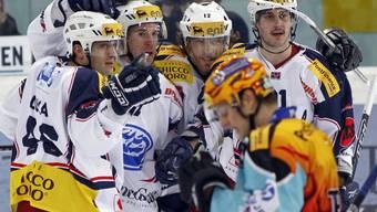 Ambris Spieler freuen sich über die 2:0-Führung in Rapperswil-Jona