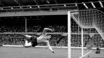 Gordon Banks in seinem Element - der Engländer war einer der besten Goalies seiner Zeit