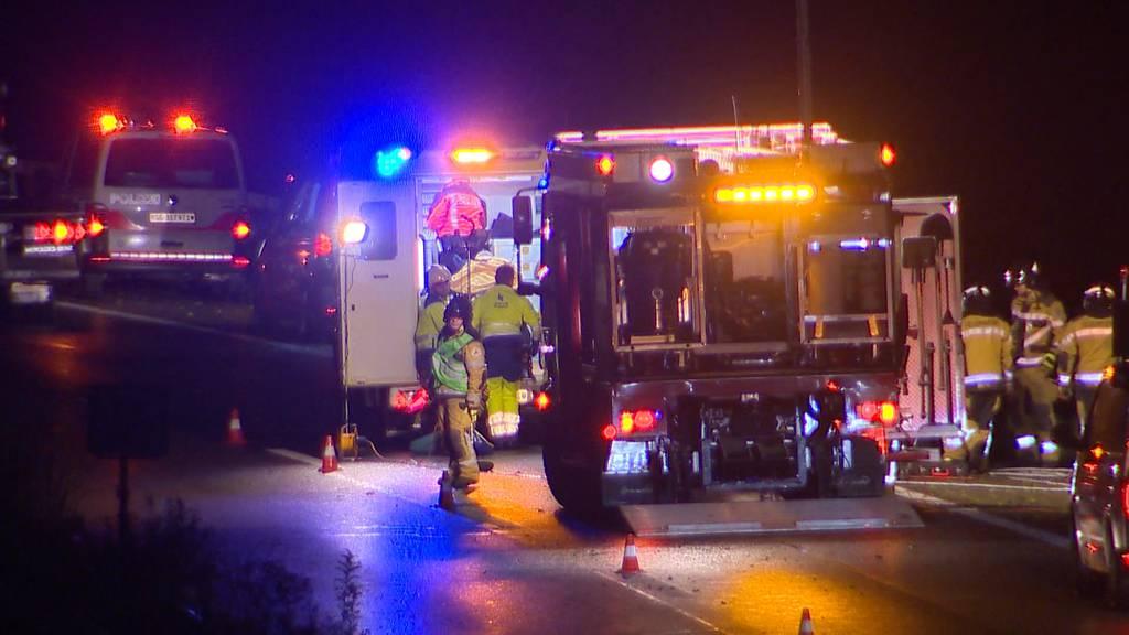 Selbstunfall auf A1: 20-Jähriger in Auto eingeklemmt