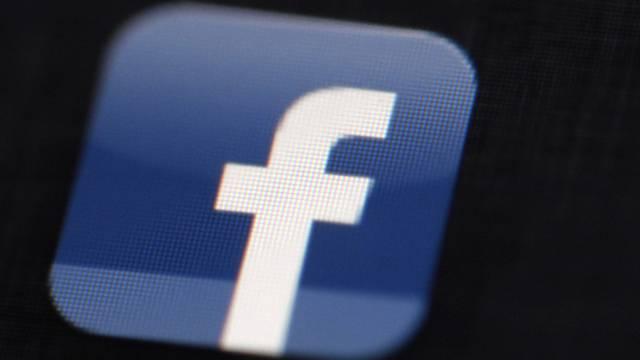 Wegen eines Facebook-Kommentars tritt ein SVP-Politiker zurück (Symbolbild)