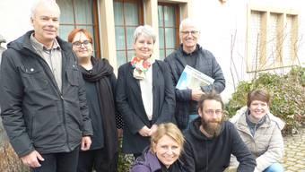 Nach intensiver Arbeit freut sich die Kulturkommission, die 49. Ausgabe der Dorfchronik in den Händen zu halten. Ingrid Arndt