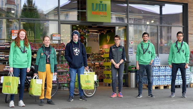 Von links: Simone Rötheli (alias Agea), Julia Hodel (Smarties), Marc Holliger (Tschaggo) sind für ihren ersten Einsatz bereit, den Regula Herrmann (Geschäftsführerin VOI Niedergösgen), Raffaele Spielmann (Dwalin) und Dario Spielmann (Sprit) organisiert haben.