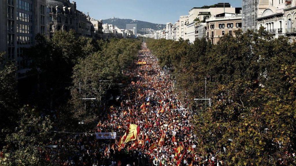 Grossdemos von Spanien-Anhängern und Separatisten
