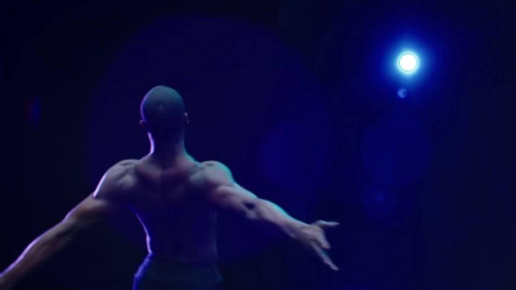 """Die legendäre Tanzcompagnie Alvin Ailey American Dance Theater hat eine zweiminütige Tanzversion des Films """"Moonlight"""" kreiert. (Screenshot Youtube)"""