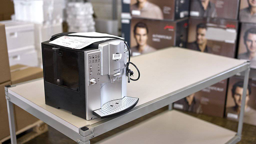 Seit Jahren setzt der solothurnische Kaffeemaschinen-Produzent Jura auf Roger Federer als Markenbotschafter. (Archiv)