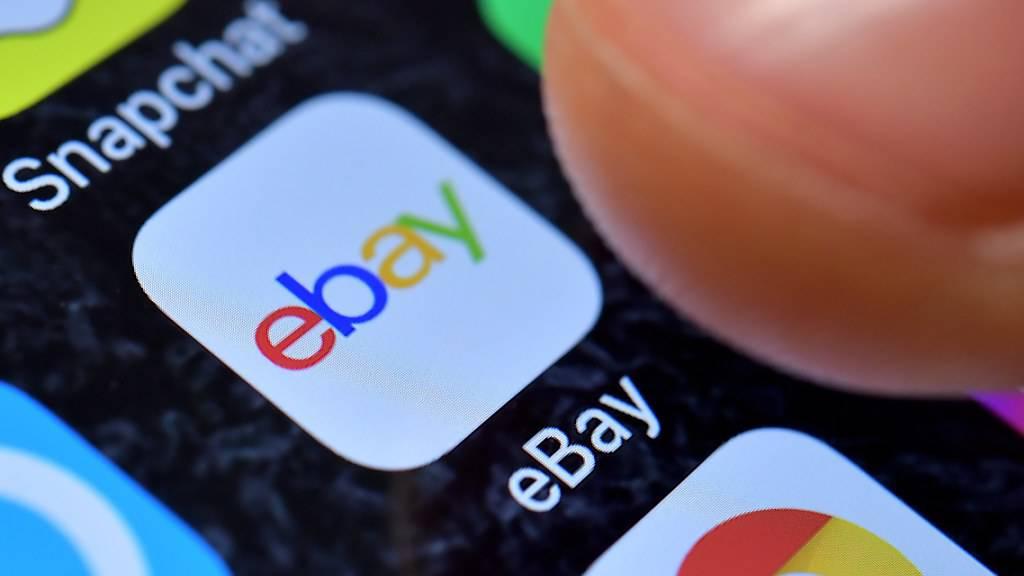 Ebay hat aufgrund der boomenden Online-Geschäfte während der Coronavirus-Beschränkungen sowohl den Umsatz, als auch den Gewinn im abgelaufenen Geschäftsquartal gesteigert. (Archivbild)