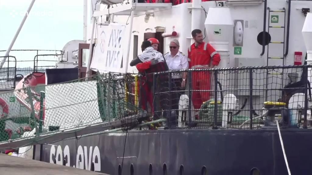 Crew von Miliz bedroht - Rettungsschiff darf in Italien an Land