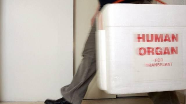 Organe werden in speziellen Behältern transportiert (Archiv)