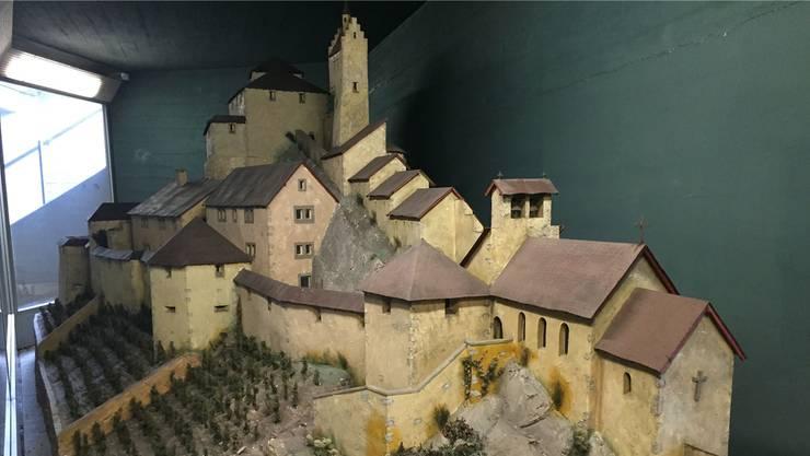 Fast 50 Jahre lang stand das Modell der Schlossruine Stein in der Schulhausplatz-Unterführung. (Archiv)