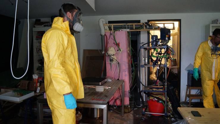 Die Polizei fand in der Wohnung ein selbstgebasteltes Drogenlabor...