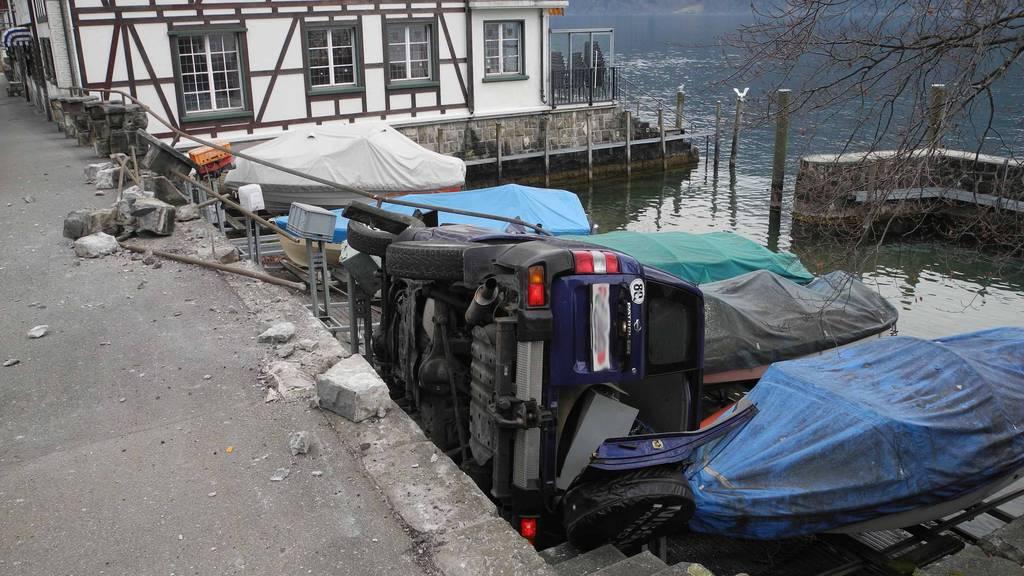 Auto stürzte fast in Vierwaldstättersee