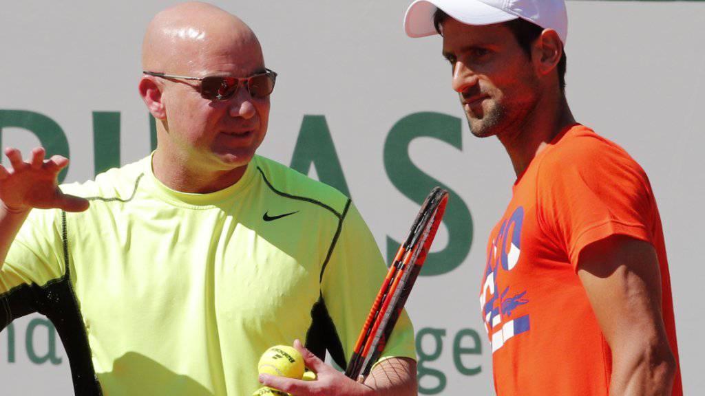 Novak Djokovic (rechts) zählt auch 2018 auf die Ratschläge von Andre Agassi.