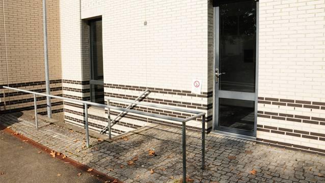 Der Eingang zur Zivilschutzanlage der Kanti Wohlen.