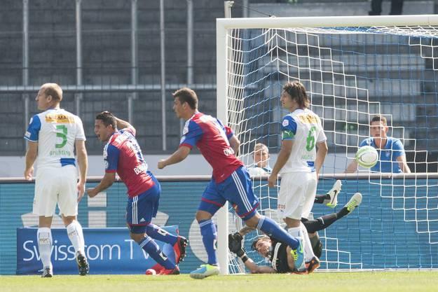 Raul Bobadilla jubelt nach dem Treffer von Fabian Schär (nicht im Bild)
