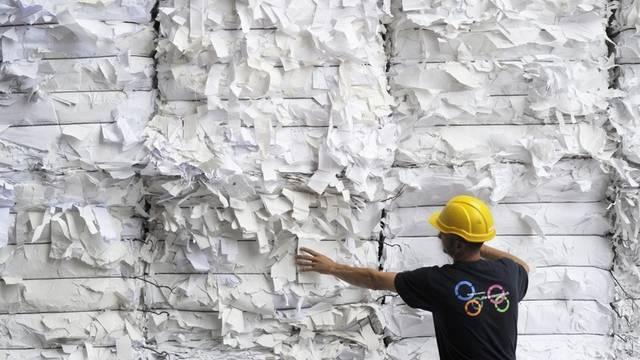 Die Bundesverwaltung produziert weiter Abfallpapier: Ein Projekt für den papierlosen Geschäftsverkehr wird aus Kostengründen gestoppt (Symbolbild)