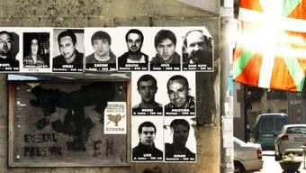 Bilder von inhaftierten ETA-Mitgliedern an einer Hauswand (Archiv)