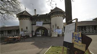 Immobilien Basel-Stadt fordert die Besetzer der Schiessanlage Allschwiler Weiher auf, das Gelände zu verlassen.