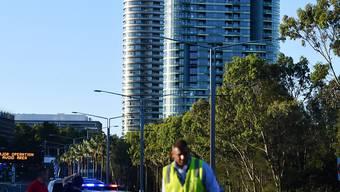 """Nach lautem """"Knacken"""" evakuiert: Ein erst vor wenigen Monaten eröffnetes Hochhaus in der australischen Metropole Sydney wurde vorsorglich geräumt."""