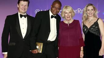 Der Man-Booker-Prize 2016 geht an Paul Beatty (zweiter von links), der neben Camilla Parker-Bowles in London posiert.