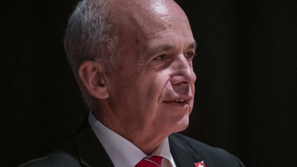 """Die Werte der Schweiz seien die Freiheit und die Unabhängigkeit, sagte Bundesrat Ueli Maurer am Samstag an der Delegiertenversammlung der SVP im zürcherischen Volketswil. """"Für diese Werte einzustehen, braucht aber Mut."""""""
