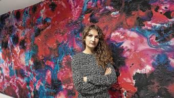 Maya Rochat vor ihrem Lieblingswerk «Language of Color».
