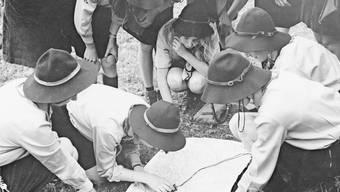 Wie die Buben, aber nicht ganz: Mädchenpfadis beim Manegg-Pfadiheim in Hedingen in den 1950er-/60er-Jahren. Bild: Hermann Freytag, Universität Zürich, ISEK