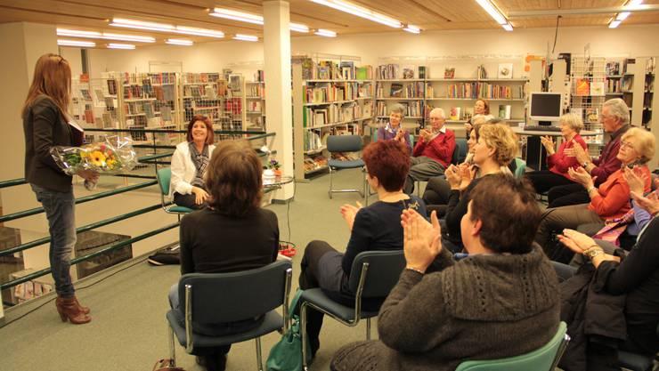 """An der """"Café Littéraire""""-Veranstaltung erntet Hélène Vuille erneut viel Lob und Zustimmung für ihr Engagement"""