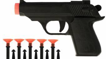 Jede dritte der gestesteten Spielzeug-Pistolen ist potenziell gefährlich.