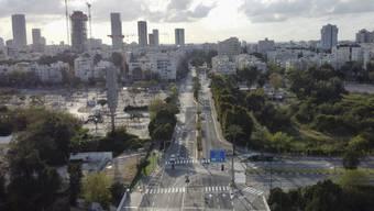 Leere Strassen auch vielerorts in Israel - die Regierung verhängte am Montag zudem weitere Massnahmen im Kampf gegen das Coronavirus.