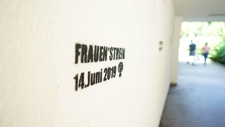 Gleich dreimal wurde «Frauen*streik 14. Juni 2019» an die Wand gesprüht.
