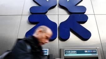 Zu viele Zweigestellen: Die Royal Bank of Scotland (RBS) schliesst Dutzende Filialen und streicht 800 Stellen. (Archiv)
