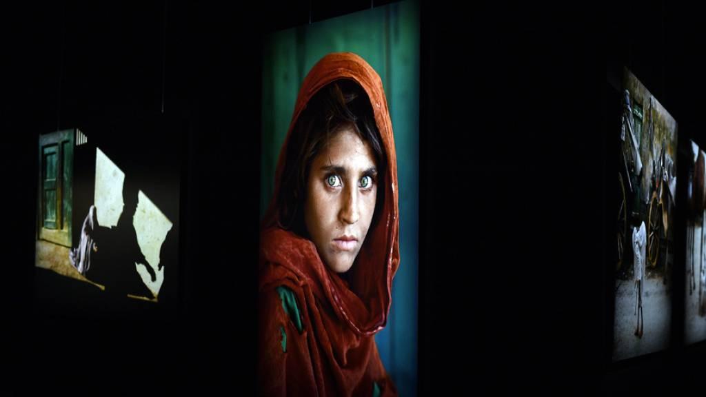 Die Welt des Fotografen Steve McCurry in der Maag Halle Zürich