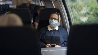 In den meisten Zügen sitzen nur wenig Menschen.