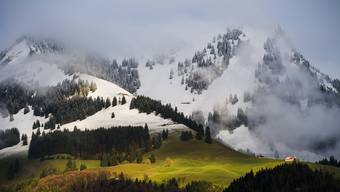 Besonders betroffen von der Erderwärmung sind die Bergregionen. Die kleinen Gletscher der Schweiz werden bis 2100 verschwinden.
