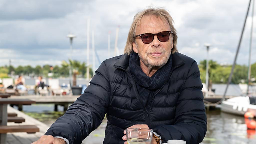 ARCHIV - Der Schauspieler Volker Lechtenbrink, aufgenommen am Rande eines dpa-Interviews. Foto: Daniel Reinhardt/dpa