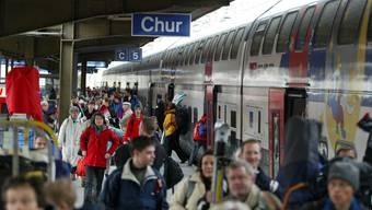 Die Passagiere im Personenzug blieben unverletzt. Sie konnten am Perron aussteigen und mussten auf die nächste Verbindung umsteigen. (Archivbild)