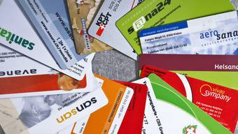 Versichertenkarten von verschiedenen Schweizer Krankenkassen